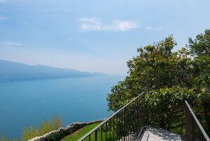 Bildno.: 11452015<br/><b>Feature: 11451948 - Lakeside Living</b><br/>Spectacular home on the western shore of Lake Garda, Italy<br />living4media / studiow&#228;lder