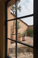 Bildno.: 11452035<br/><b>Feature: 11451948 - Lakeside Living</b><br/>Spectacular home on the western shore of Lake Garda, Italy<br />living4media / studiow&#228;lder