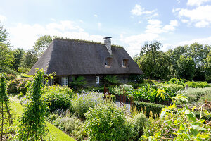 Bildno.: 11452079<br/><b>Feature: 11452078 - La Petite Chaumiere</b><br/>Luxurious farmhouse in Ablon, France<br />living4media / Hallot, Olivier