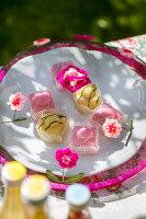 Bildno.: 11453613<br/><b>Feature: 11453608 - Tea in the Garden</b><br/>Summertime is garden tea time in the United Kingdom<br />living4media / Heinze, Winfried
