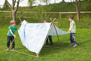 Bildno.: 11453985<br/><b>Feature: 11453975 - Fit for Having Fun</b><br/>DIY project for building a children&#39;s pup tent<br />living4media / patsy&amp;christian