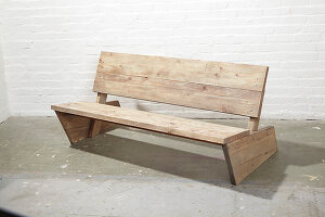 Bildno.: 11455693<br/><b>Feature: 11455666 - Instant Age</b><br/>A bench and matching table look old but are an instant DIY project<br />living4media / Selbermachen Media / Bordes, Christian