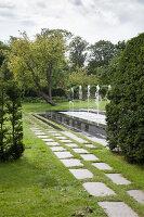 Bildno.: 11457441<br/><b>Feature: 11457439 - Sofiero Castle Garden</b><br/>Castle garden in Helsingborg, Sweden<br />living4media / Pietrek, Sibylle