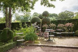 Bildno.: 11457443<br/><b>Feature: 11457439 - Sofiero Castle Garden</b><br/>Castle garden in Helsingborg, Sweden<br />living4media / Pietrek, Sibylle