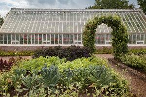 Bildno.: 11457451<br/><b>Feature: 11457439 - Sofiero Castle Garden</b><br/>Castle garden in Helsingborg, Sweden<br />living4media / Pietrek, Sibylle