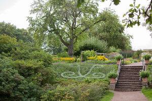Bildno.: 11457477<br/><b>Feature: 11457439 - Sofiero Castle Garden</b><br/>Castle garden in Helsingborg, Sweden<br />living4media / Pietrek, Sibylle