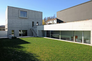 Bildno.: 11458073<br/><b>Feature: 11458071 - Architecture Pure</b><br/>Architect&#39;s home in Tessin, Switzerland<br />living4media / Maulini, Pier