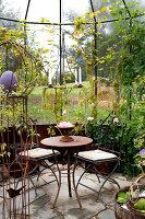 Bildno.: 11458623<br/><b>Feature: 11458614 - Farmhouse Nostalgia</b><br/>Typical farm garden in Denmark<br />living4media / Lene-K