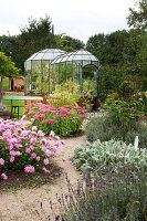 Bildno.: 11458631<br/><b>Feature: 11458614 - Farmhouse Nostalgia</b><br/>Typical farm garden in Denmark<br />living4media / Lene-K