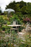 Bildno.: 11458633<br/><b>Feature: 11458614 - Farmhouse Nostalgia</b><br/>Typical farm garden in Denmark<br />living4media / Lene-K