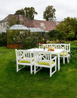 Bildno.: 11458637<br/><b>Feature: 11458614 - Farmhouse Nostalgia</b><br/>Typical farm garden in Denmark<br />living4media / Lene-K