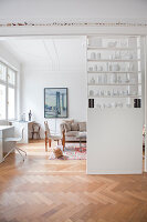 Bildno.: 11500305<br/><b>Feature: 11500301 - Pearls and Cream</b><br/>Soothing colours enhance this Berlin apartment<br />living4media / Scoffoni, Anne-Catherine