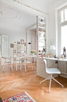 Bildno.: 11500329<br/><b>Feature: 11500301 - Pearls and Cream</b><br/>Soothing colours enhance this Berlin apartment<br />living4media / Scoffoni, Anne-Catherine