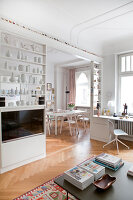 Bildno.: 11500331<br/><b>Feature: 11500301 - Pearls and Cream</b><br/>Soothing colours enhance this Berlin apartment<br />living4media / Scoffoni, Anne-Catherine