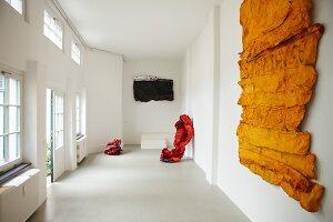 Bildnr.: 11501061<br/><b>Feature: 11501027 - Gr&#252;ne Oase in der Stadt</b><br/>Galeristin Elly liebt es in ihrem Garten zu lustwandeln und zu meditieren, Dresden<br />living4media / Krieg, Roland