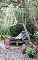 Bildnr.: 11501877<br/><b>Feature: 11501838 - Eine Einladung an die Natur</b><br/>Laetitia hat Zuhause eine Mischung aus Natur- und Design-Objekten, bei Marseille<br />living4media / Scoffoni, Anne-Catherine