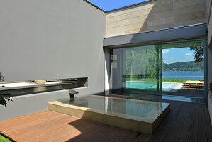 Bildnr.: 11507161<br/><b>Feature: 11507124 - Nah am Wasser</b><br/>Luxus-Anwesen: Hier kann man fast vom Pool in den See springen, Lago Maggiore<br />living4media / Maulini, Pier