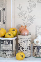 Bildno.: 11508755<br/><b>Feature: 11508741 - Catching the Eye</b><br/>DIY project using vintage French paper products<br />living4media / Syl Loves