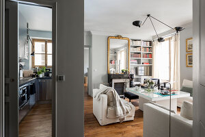 Bildno.: 11508869<br/><b>Feature: 11508864 - Parisian Nest</b><br/>In the very center of the Ile Saint-Louis, a home full of charm<br />living4media / Hallot, Olivier