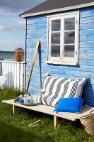 Bildnr.: 11510107<br/><b>Feature: 11510101 - Strandhaus-Deko</b><br/>Ein blaues Strandhaus mit maritimen Deko-Ideen<br />living4media / Greenhaus Press