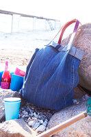 Bildnr.: 11510157<br/><b>Feature: 11510134 - Nimm&#39;s Denim!</b><br/>DIY, N&#228;hen und Deko mit Blue Jeans<br />living4media / Greenhaus Press