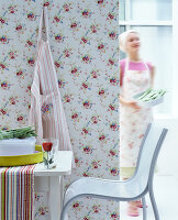 Bildno.: 11513335<br/><b>Feature: 11513325 - Everything is Blooming</b><br/>Floral prints are back and what a joy they are!<br />living4media / Manduzio, Matteo