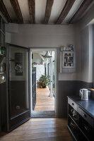 Bildnr.: 11515043<br/><b>Feature: 11515039 - Die alte Scheune</b><br/>Ein 400 Jahre altes Haus und seine Scheune wurden zum Vintage-Wohntraum, FR<br />living4media / Scoffoni, Anne-Catherine