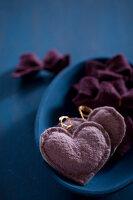 Bildnr.: 11515593<br/><b>Feature: 11515567 - K&#246;nigsblau und Bordeauxrot</b><br/>Winterliche Deko mit kr&#228;ftigen dunklen Farben und Filz<br />living4media / Koll, Alicja