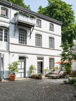 Bildno.: 11516937<br/><b>Feature: 11516899 - Keyed-Up Charm</b><br/>A former locksmith&#39;s workshop is now a comfortable home in Hamburg<br />living4media / Wentorf, Eckard