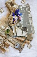 Bildnr.: 11948043<br/><b>Feature: 11948017 - Vintage-Fr&#252;hling</b><br/>Stillleben aus Heute &amp; Gestern, Blumen, Fotos und Kuchen<br />living4media / Koll, Alicja