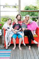 Bildno.: 11949539<br/><b>Feature: 11949534 - Jennie&#39;s Playhouse</b><br/>An artist&#39;s home in Varberg, Sweden spills over with joie de vivre<br />living4media / Brandt, Jenny