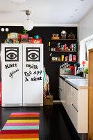 Bildno.: 11949541<br/><b>Feature: 11949534 - Jennie&#39;s Playhouse</b><br/>An artist&#39;s home in Varberg, Sweden spills over with joie de vivre<br />living4media / Brandt, Jenny