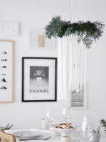 Bildno.: 11950769<br/><b>Feature: 11950758 - Minimalist Christmas Decorations</b><br/>Natural touches add a distinctive note to a dinner table<br />living4media / Dimmich, Agata