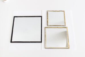 Bildno.: 11952509<br/><b>Feature: 11952507 - Mirror Games</b><br/>These three mirrors make a great accessory<br />living4media / Dimmich, Agata