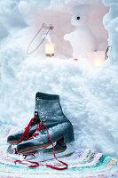 Bildnr.: 11953237<br/><b>Feature: 11952521 - Teekr&#228;nzchen im Schnee</b><br/>Dick eingepackt mit vielen Kerzen und hei&#223;em Punsch wird die Outdoor Teestunde zum Genuss<br />living4media / K&#252;barsepp, Juta