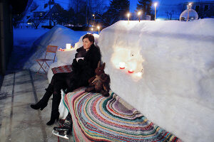 Bildno.: 11953247<br/><b>Feature: 11952521 - Snow Party</b><br/>For a special occasion, celebrate in the snow<br />living4media / K&#252;barsepp, Juta