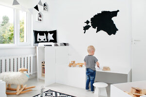 Bildno.: 11953523<br/><b>Feature: 11953492 - Know Your Style</b><br/>White, black and grey are the only colours in this home in Estonia<br />living4media / K&#252;barsepp, Juta