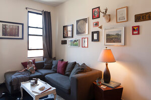 Bildno.: 11953819<br/><b>Feature: 11953797 - Cosy Urban Retreat</b><br/>Young collectors&#39; home in Brooklyn<br />living4media / Cawley, Julia