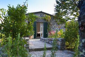 Bildnr.: 11956245<br/><b>Feature: 11956240 - R&#252;ckzug vom Alltag</b><br/>Ferienhaus in Italien &#252;berzeugt mit Einfachheit und Charme<br />living4media / Tamborra, Enza