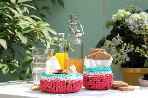 Bildno.: 11957529<br/><b>Feature: 11957515 - Fun with Watermelons</b><br/>Six easy projects that spell Summer<br />living4media / R&#252;ggeberg, Thordis