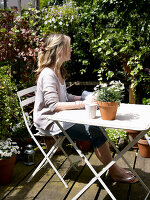 Bildnr.: 11962649<br/><b>Feature: 11962634 - Gl&#252;ckstreffer</b><br/>Offener Kamin, Holzdielen, lichtdurchflutet, mit Garten - in London. Ja, das gibt es.<br />living4media / Hogan, Sarah