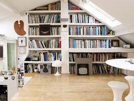 Bildnr.: 11963061<br/><b>Feature: 11963032 - Jahr f&#252;r Jahr</b><br/>Nach zehn Jahren Gestaltung ist K&#252;nstlerin Sue mit ihrem Zuhause fertig, London<br />living4media / Hogan, Sarah