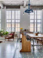 Bildno.: 11971317<br/><b>Feature: 11971308 - Flying High</b><br/>Loft in a former aircraft factory in Hackney, U. K.<br />living4media / Simon Maxwell Photography