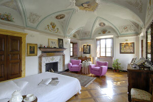 Bildno.: 11973239<br/><b>Feature: 11973220 - Noble Residence</b><br/>A &quot;Palazetto&quot; full of historic details in Piedmont, Italy<br />living4media / Maulini, Pier