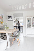 Bildno.: 11981567<br/><b>Feature: 11981545 - Eclectic Pastels</b><br/>Contemporary and vintage combine in this home in Amersfoort, Netherlands<br />living4media / Marder, Holly