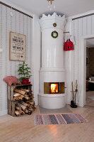 Bildno.: 11990575<br/><b>Feature: 11990571 - Christmas up North</b><br/>Nostalgic house in Kvarnsvedjan, a small village outside Ume&#229;, North Sweden<br />living4media / Isaksson, Camilla