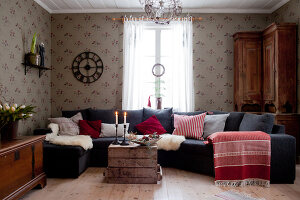 Bildno.: 11990577<br/><b>Feature: 11990571 - Christmas up North</b><br/>Nostalgic house in Kvarnsvedjan, a small village outside Ume&#229;, North Sweden<br />living4media / Isaksson, Camilla