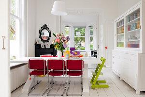 Bildnr.: 11990719<br/><b>Feature: 11990718 - Pure Lebensfreude</b><br/>Bea und ihre Familie lieben es bunt. Viel Wei&#223; ist die perfekte Leinwand. Leuwarden, NL<br />living4media / Isaksson, Camilla