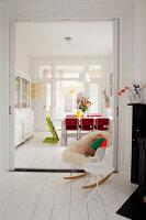 Bildnr.: 11990729<br/><b>Feature: 11990718 - Pure Lebensfreude</b><br/>Bea und ihre Familie lieben es bunt. Viel Wei&#223; ist die perfekte Leinwand. Leuwarden, NL<br />living4media / Isaksson, Camilla