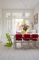 Bildnr.: 11990737<br/><b>Feature: 11990718 - Pure Lebensfreude</b><br/>Bea und ihre Familie lieben es bunt. Viel Wei&#223; ist die perfekte Leinwand. Leuwarden, NL<br />living4media / Isaksson, Camilla